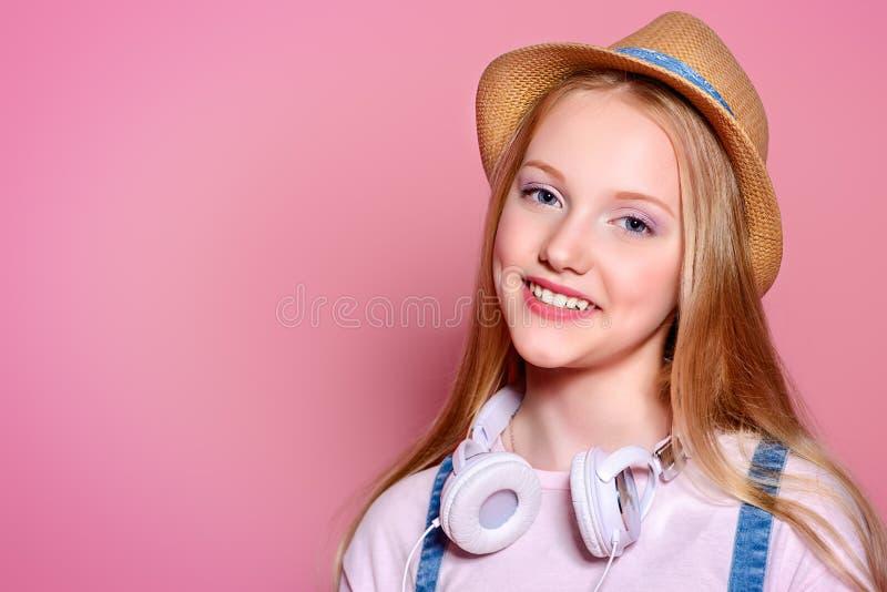 Muchacha bonita del adolescente imagenes de archivo