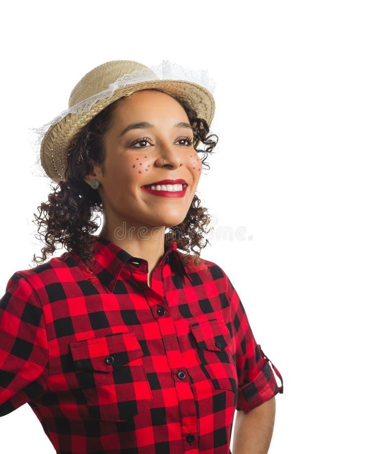 Muchacha brasileña que lleva la camisa de tela escocesa roja en el fondo blanco Woma foto de archivo libre de regalías