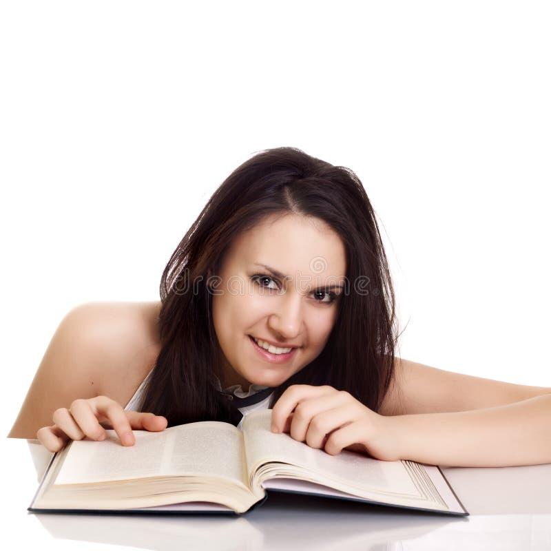 Muchacha cómoda del estudiante universitario con los libros fotos de archivo libres de regalías