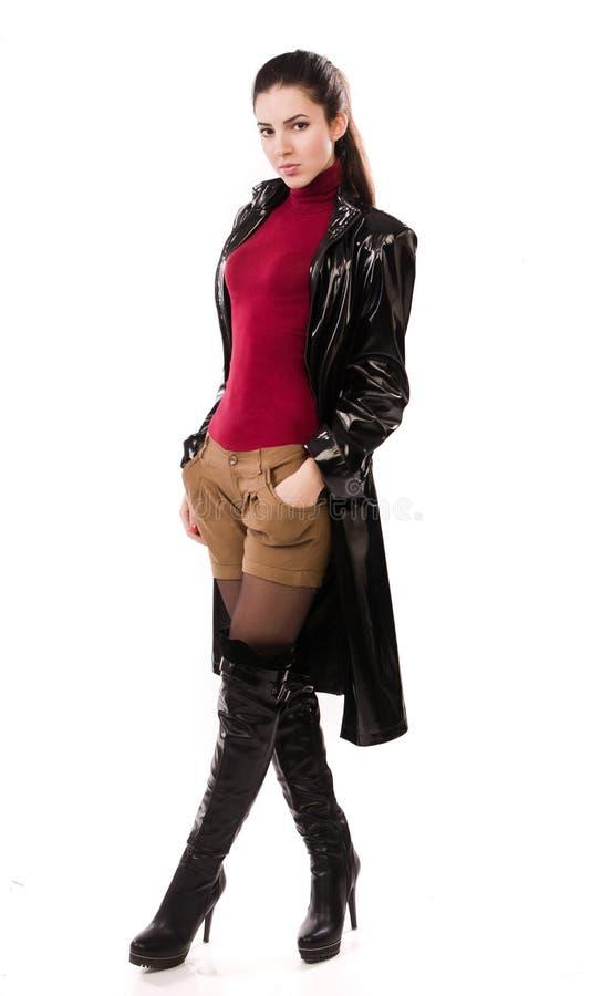 Muchacha casual de moda en un negro fotografía de archivo
