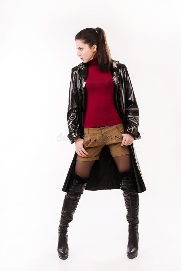 Muchacha casual de moda en un negro imagen de archivo libre de regalías