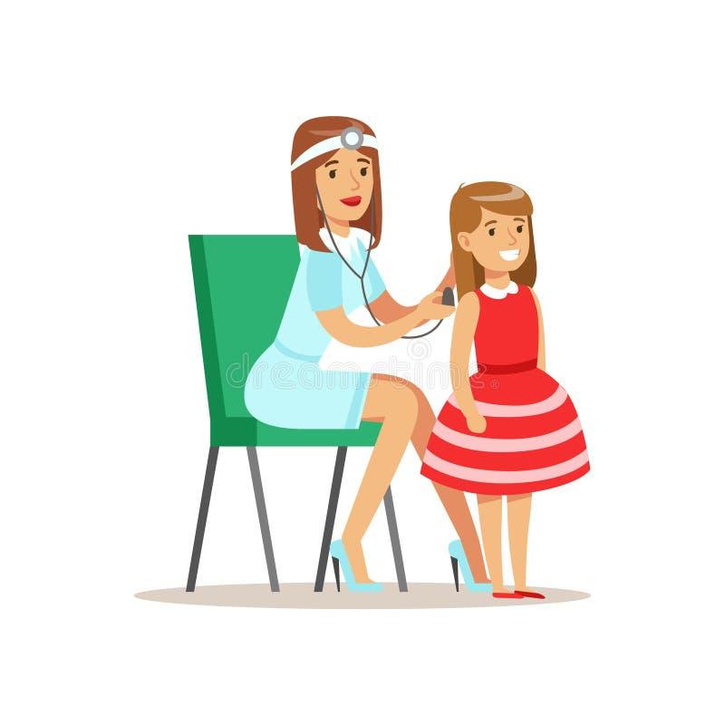 Muchacha comprobada con Sthetoscope en chequeo médico con el doctor de sexo femenino Doing Physical Examination del pediatra para ilustración del vector