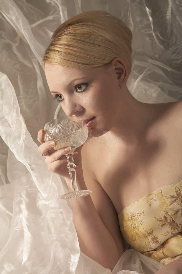 Muchacha con champán fotos de archivo libres de regalías