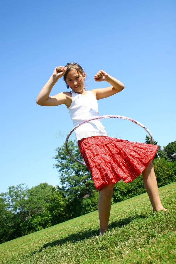 Muchacha con el aro del hula foto de archivo libre de regalías
