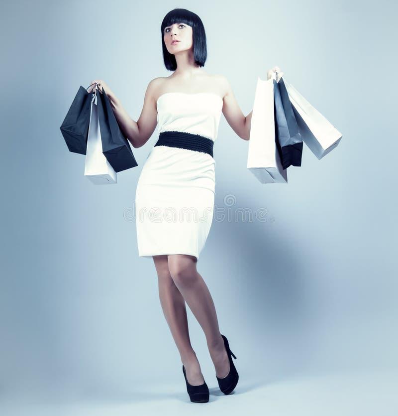 muchacha con el bolso de compras imágenes de archivo libres de regalías