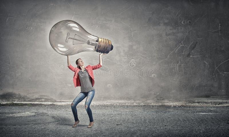 Muchacha con el bulbo de cristal grande imagen de archivo libre de regalías