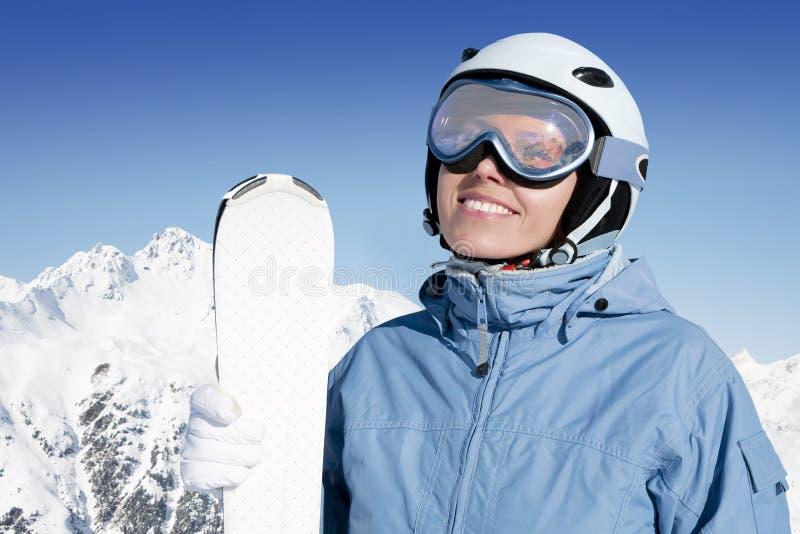 Muchacha con el esquí fotografía de archivo libre de regalías