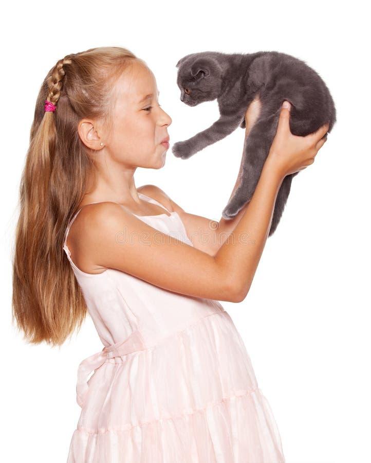 Muchacha con el gato fotos de archivo