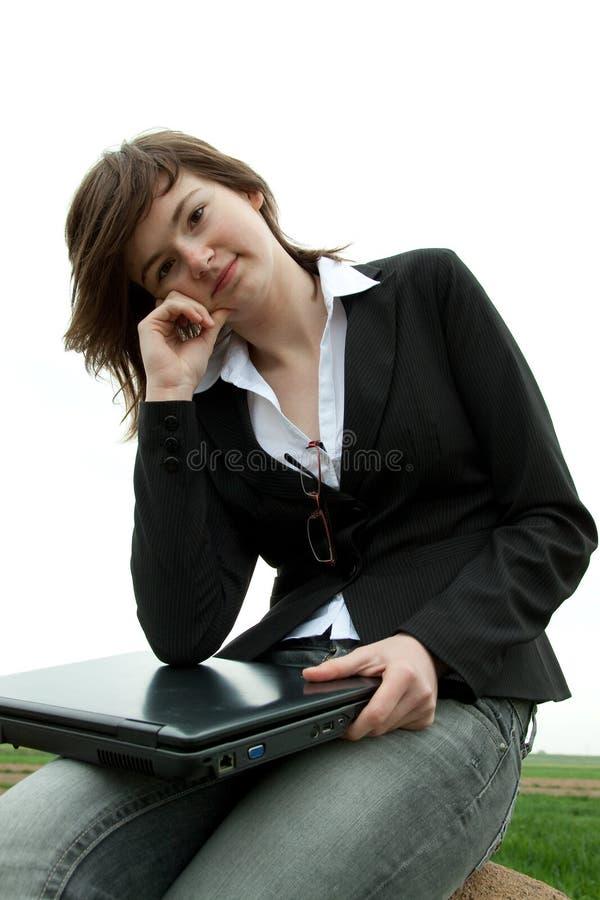 Muchacha con el ordenador fotos de archivo libres de regalías
