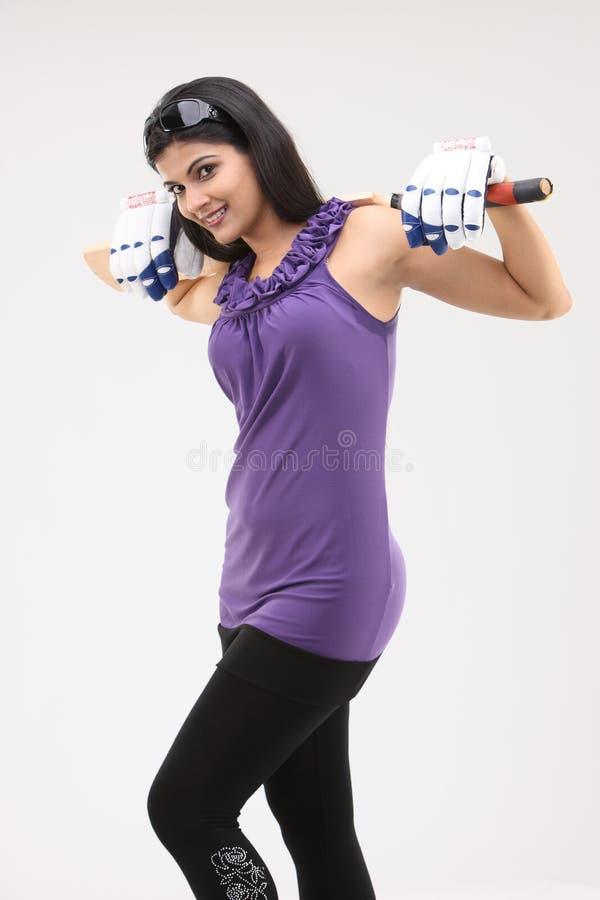 Muchacha con el palo en sus hombros imágenes de archivo libres de regalías