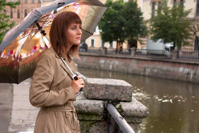 Download Muchacha con el paraguas imagen de archivo. Imagen de cerca - 7284947