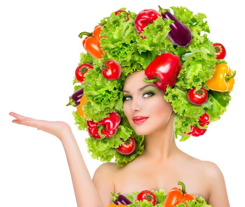Muchacha con el peinado de las verduras fotos de archivo