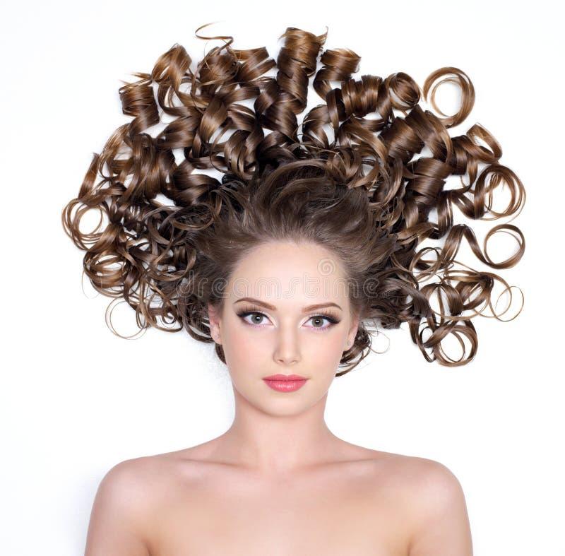 Muchacha con el pelo rizado imágenes de archivo libres de regalías