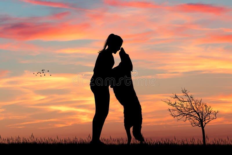 Muchacha con el perro en la puesta del sol foto de archivo