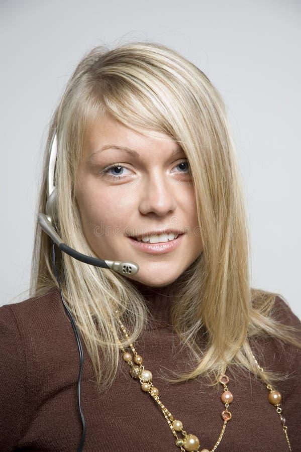 Muchacha con el receptor de cabeza del teléfono foto de archivo libre de regalías