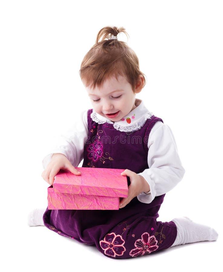 Muchacha con el rectángulo rosado foto de archivo libre de regalías