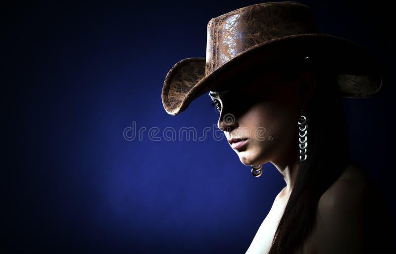 Muchacha con el sombrero de vaquero foto de archivo