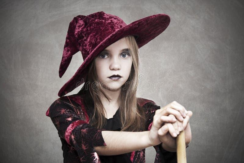 Muchacha con el sombrero Halloween fotografía de archivo