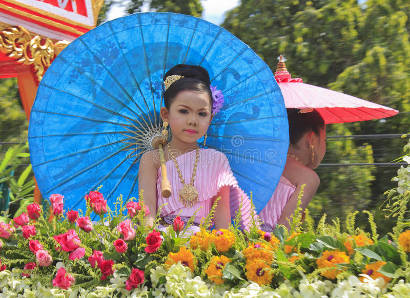 Muchacha con la alineada tailandesa foto de archivo libre de regalías