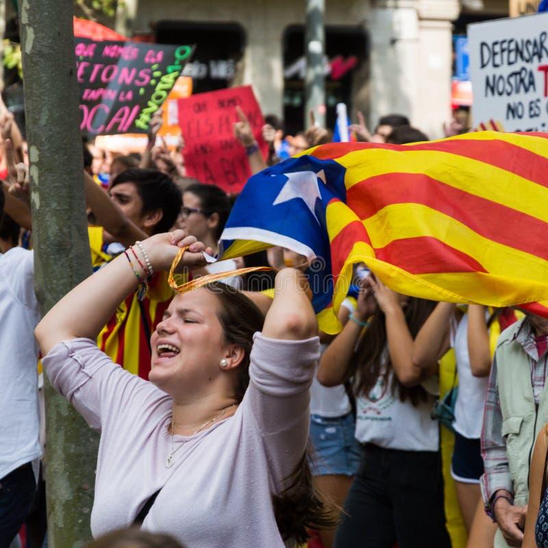 Muchacha con la bandera independiente del catalunya imágenes de archivo libres de regalías
