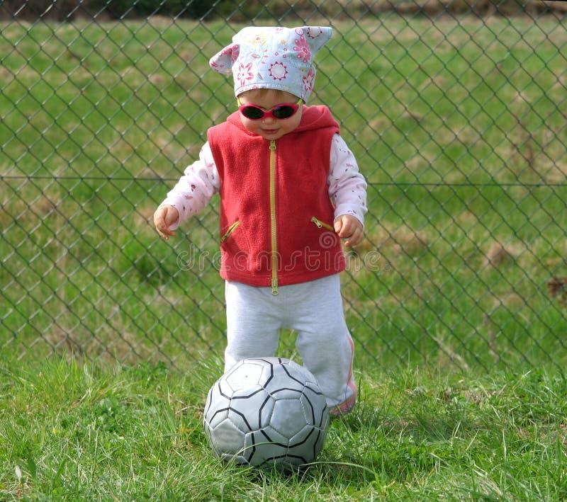 Muchacha con la bola fotos de archivo