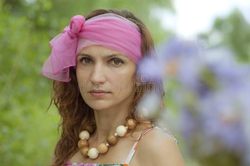 Muchacha con la bufanda imágenes de archivo libres de regalías