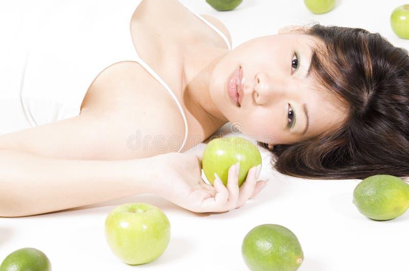 Muchacha con la fruta 3 fotos de archivo