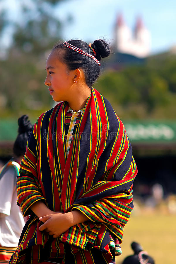 Muchacha con la ropa tradicional del Igorot fotos de archivo libres de regalías