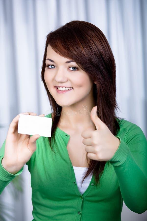 Muchacha con la tarjeta de batería foto de archivo