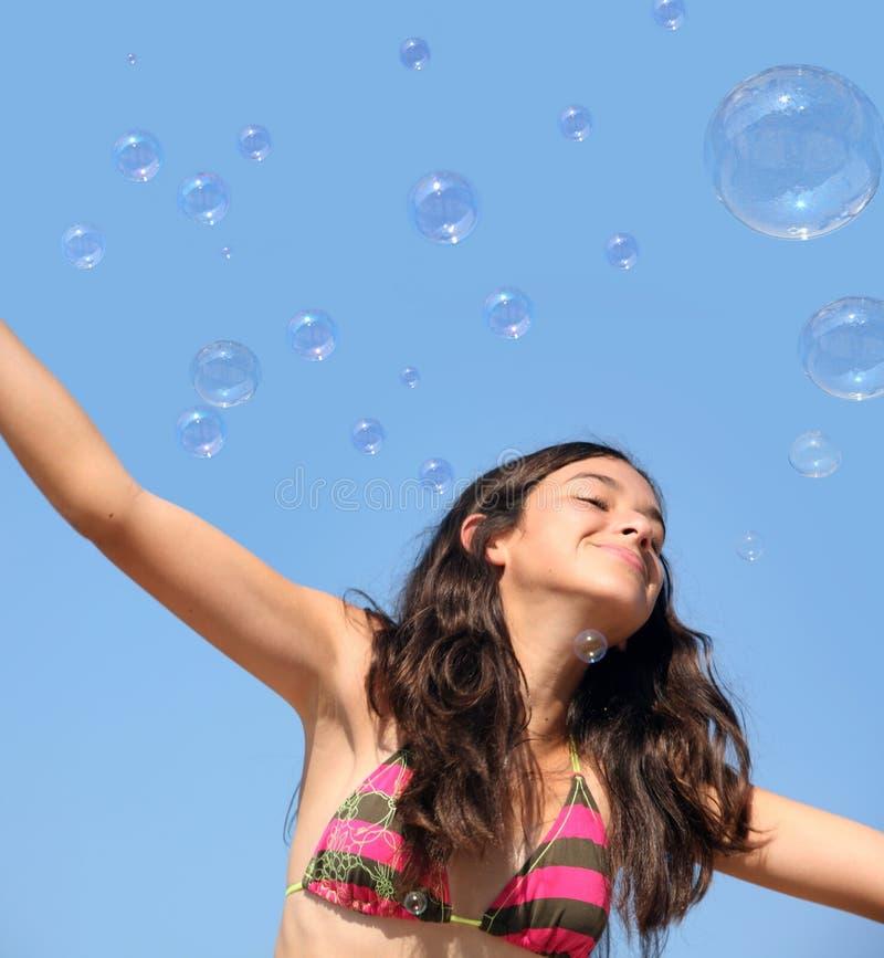 Muchacha con las burbujas imagen de archivo