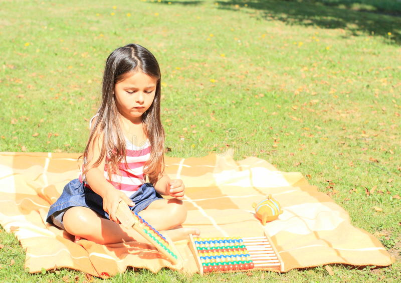 Muchacha con los ábacos fotografía de archivo libre de regalías