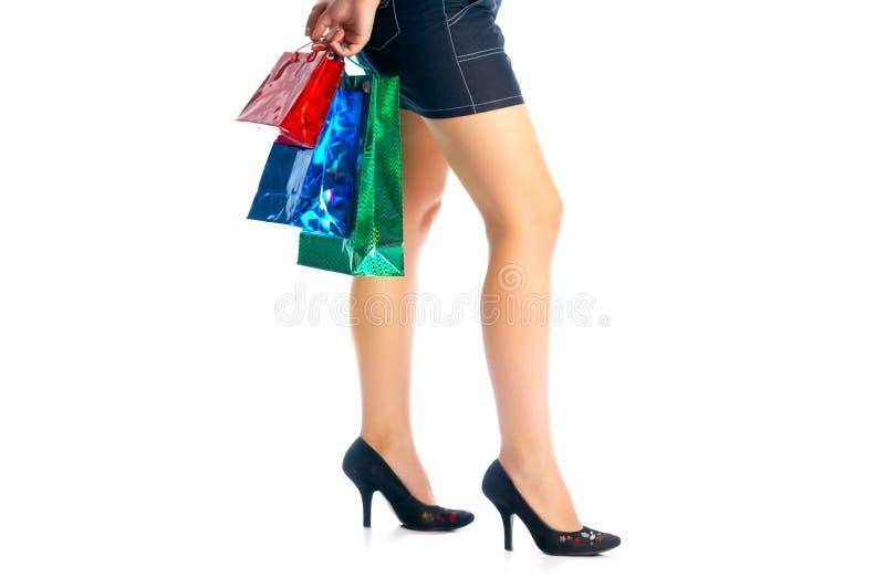 Muchacha con los bolsos coloreados fotografía de archivo libre de regalías