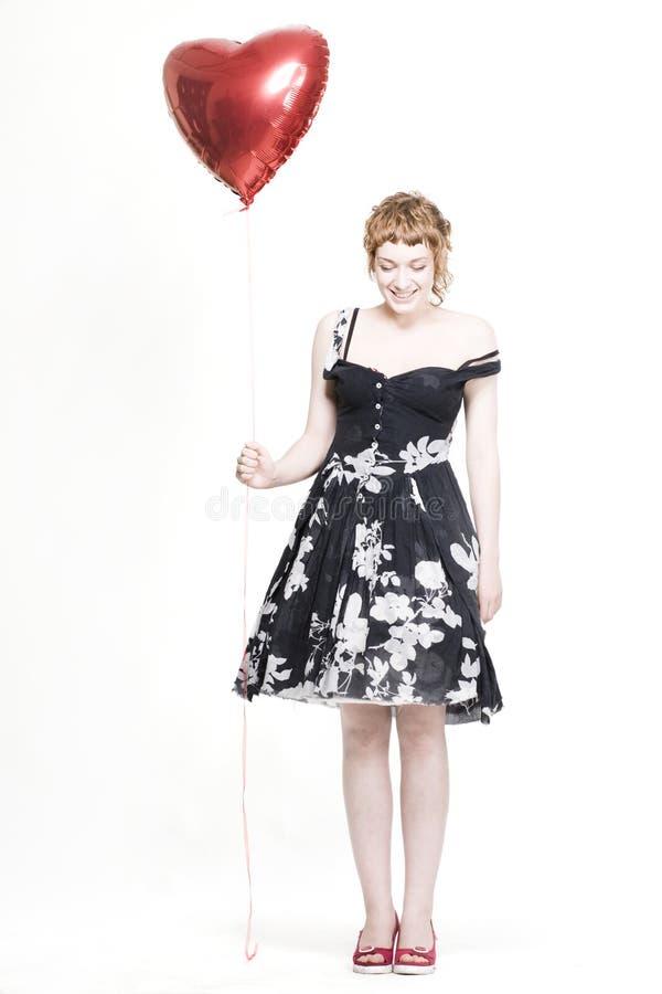 Muchacha con los globos en forma de corazón foto de archivo libre de regalías