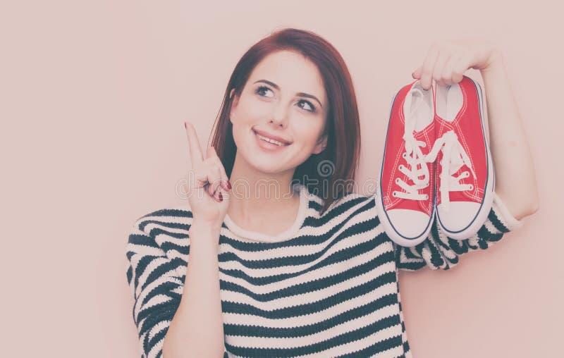 muchacha con los gumshoes foto de archivo libre de regalías