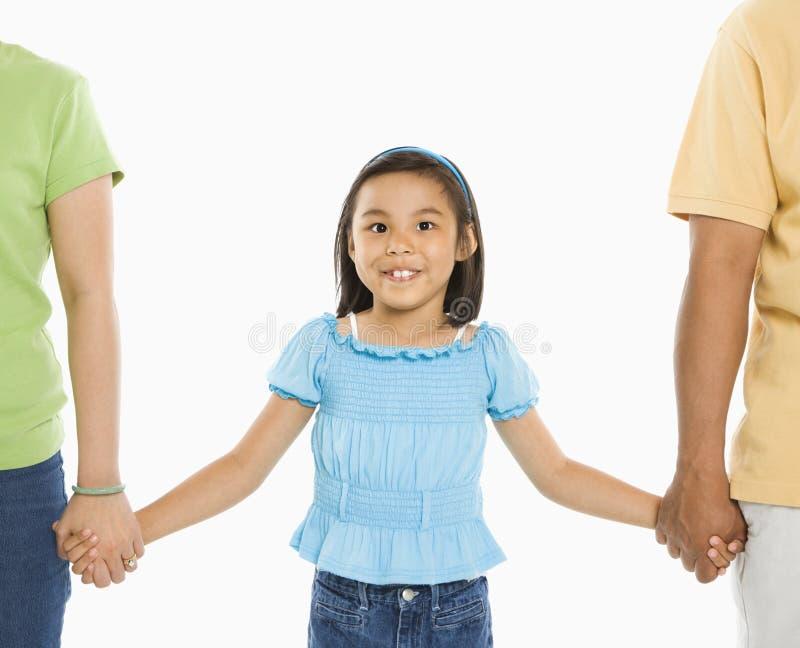 Muchacha con los padres. fotos de archivo