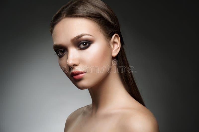 Muchacha con maquillaje con estilo imágenes de archivo libres de regalías