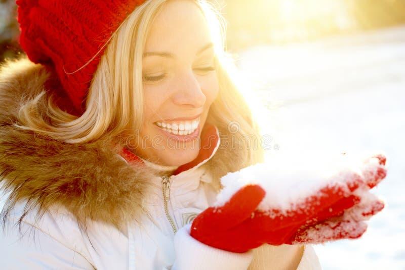 Muchacha con nieve fotos de archivo libres de regalías