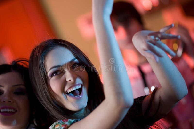 Muchacha con sonrisa y su novia imagen de archivo libre de regalías