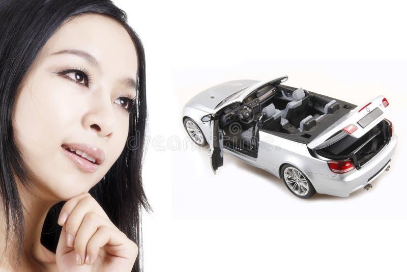 Muchacha con su coche ideal foto de archivo libre de regalías