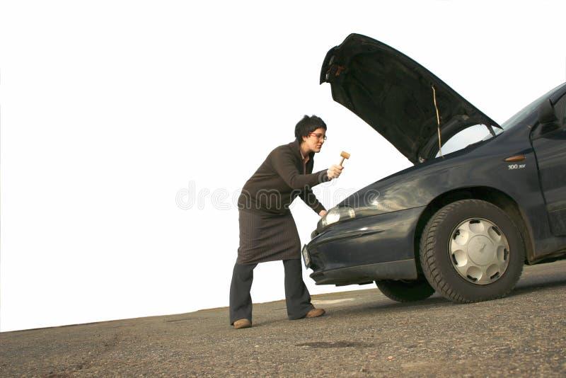 Muchacha con su coche quebrado 2 imagen de archivo libre de regalías