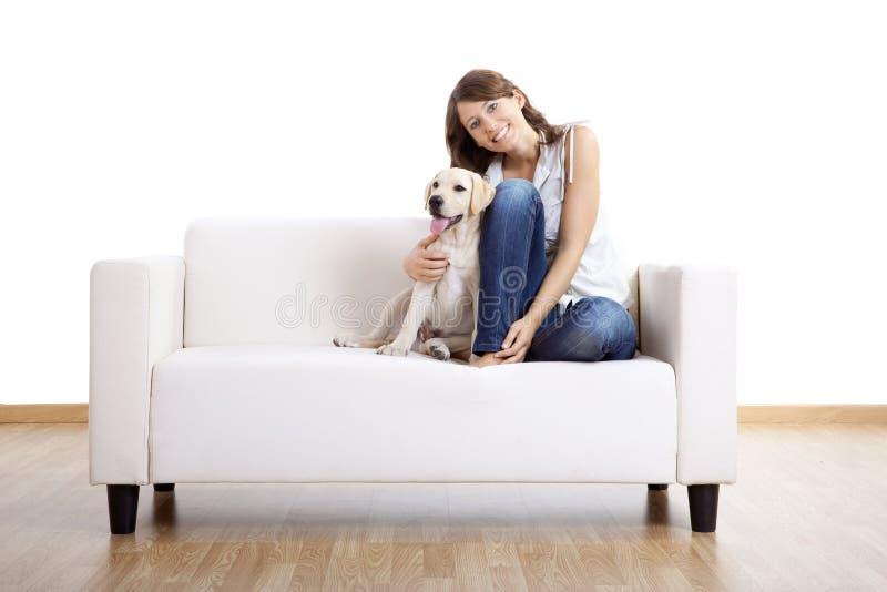 Muchacha con su mejor amigo imagen de archivo libre de regalías