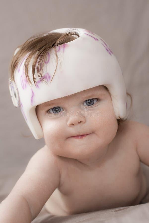 Muchacha con un casco foto de archivo libre de regalías