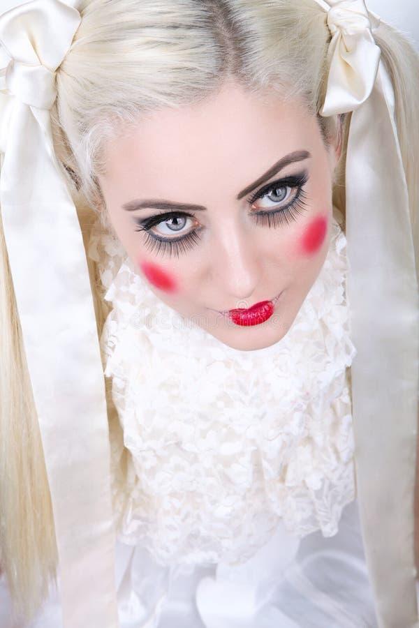 Muchacha con un maquillaje del carro imagen de archivo libre de regalías