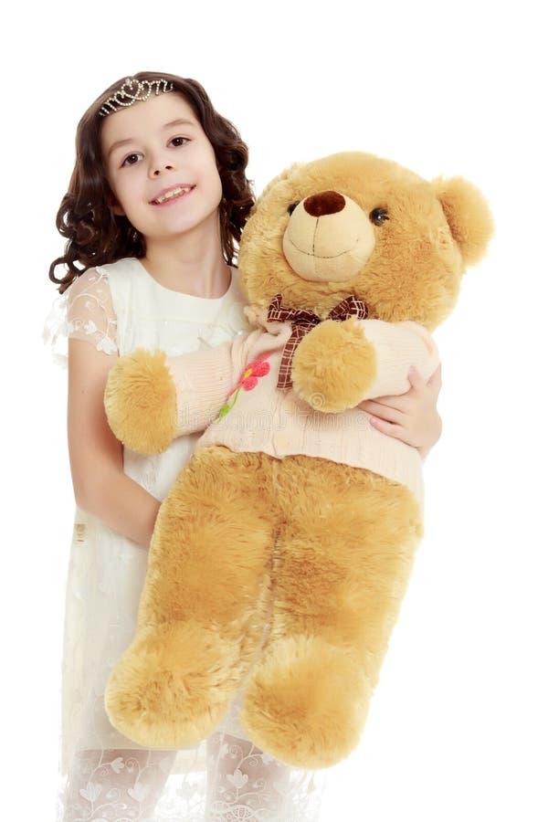 Muchacha con un oso de peluche fotografía de archivo libre de regalías