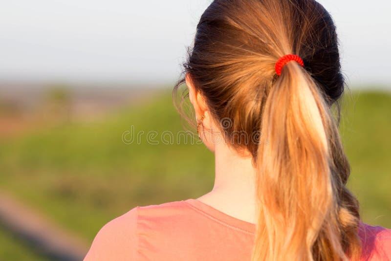 Muchacha con un peinado de la cola de caballo para los deportes imagenes de archivo