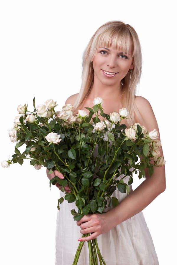 Muchacha con un ramo de rosas imagen de archivo