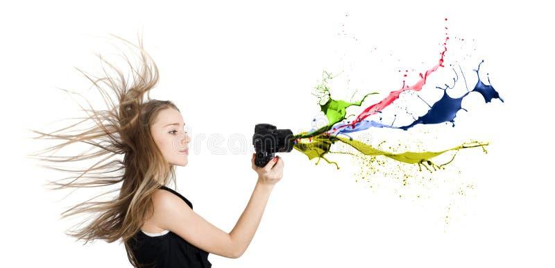 Muchacha con una cámara de la foto. foto de archivo