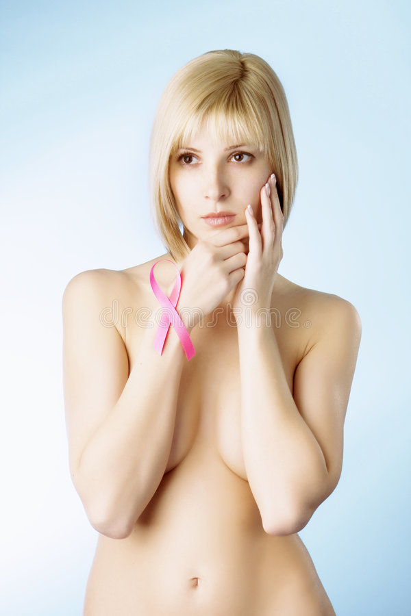 Muchacha con una cinta rosada