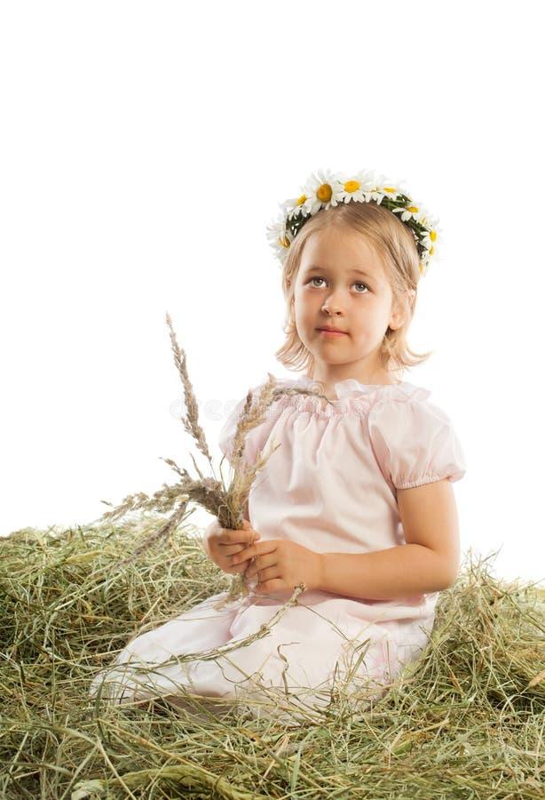Muchacha con una guirnalda en su cabeza fotografía de archivo