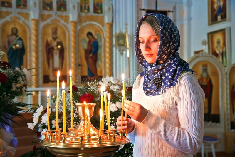 Muchacha con una vela. imágenes de archivo libres de regalías